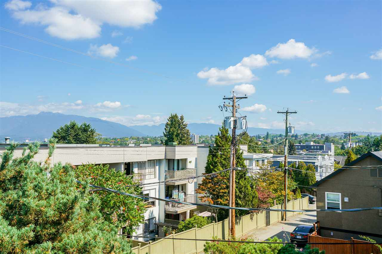 """Main Photo: 304 813 E BROADWAY in Vancouver: Mount Pleasant VE Condo for sale in """"BROADHILL MANOR"""" (Vancouver East)  : MLS®# R2314350"""