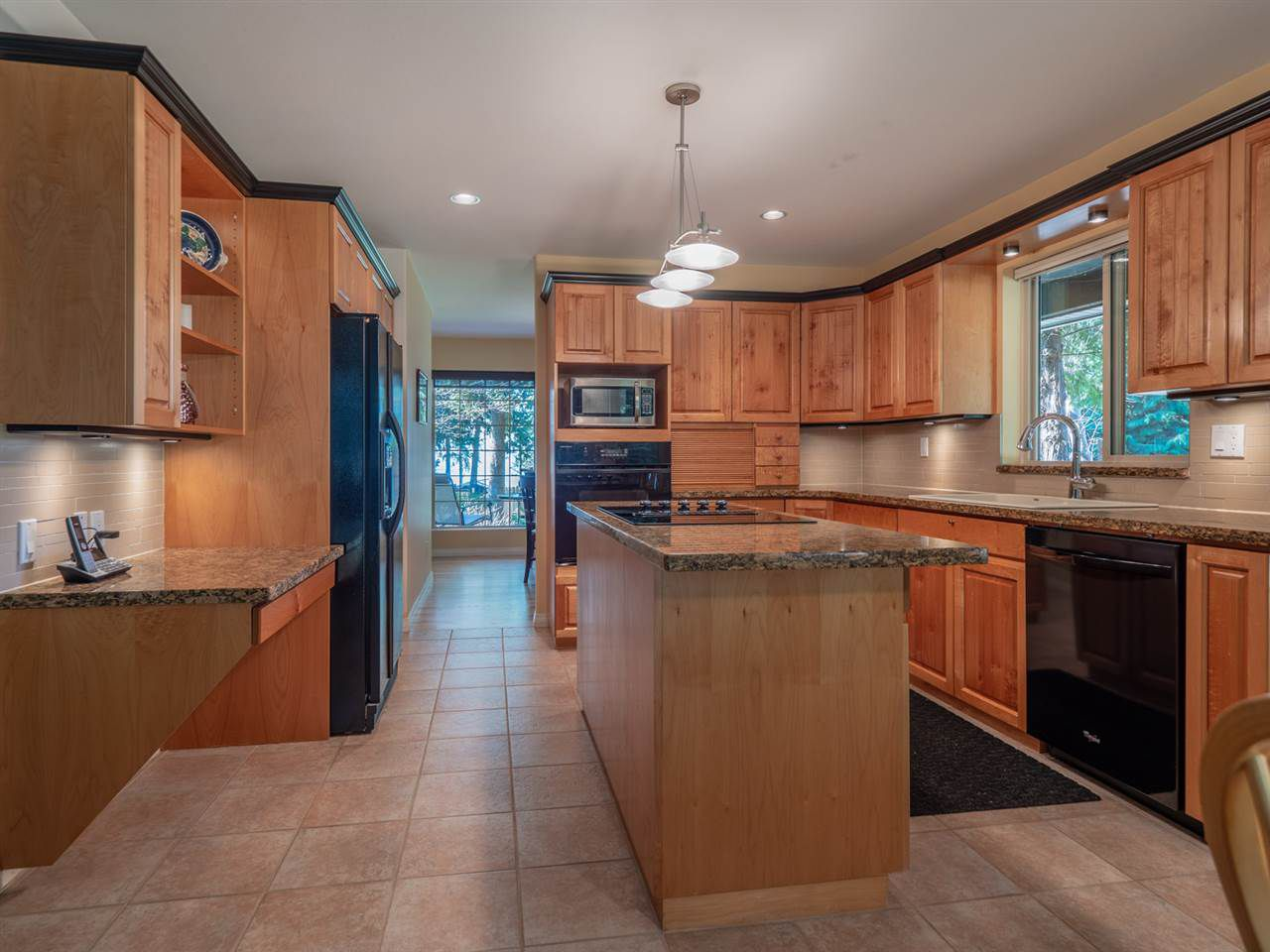 Main Photo: 8174 REDROOFFS Road in Halfmoon Bay: Halfmn Bay Secret Cv Redroofs House for sale (Sunshine Coast)  : MLS®# R2349635