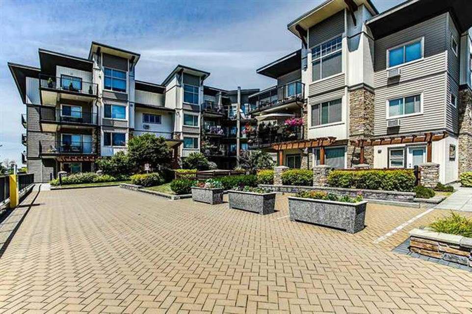 "Main Photo: 302 11935 BURNETT Street in Maple Ridge: East Central Condo for sale in ""KENSINGTON PLACE"" : MLS®# R2361474"