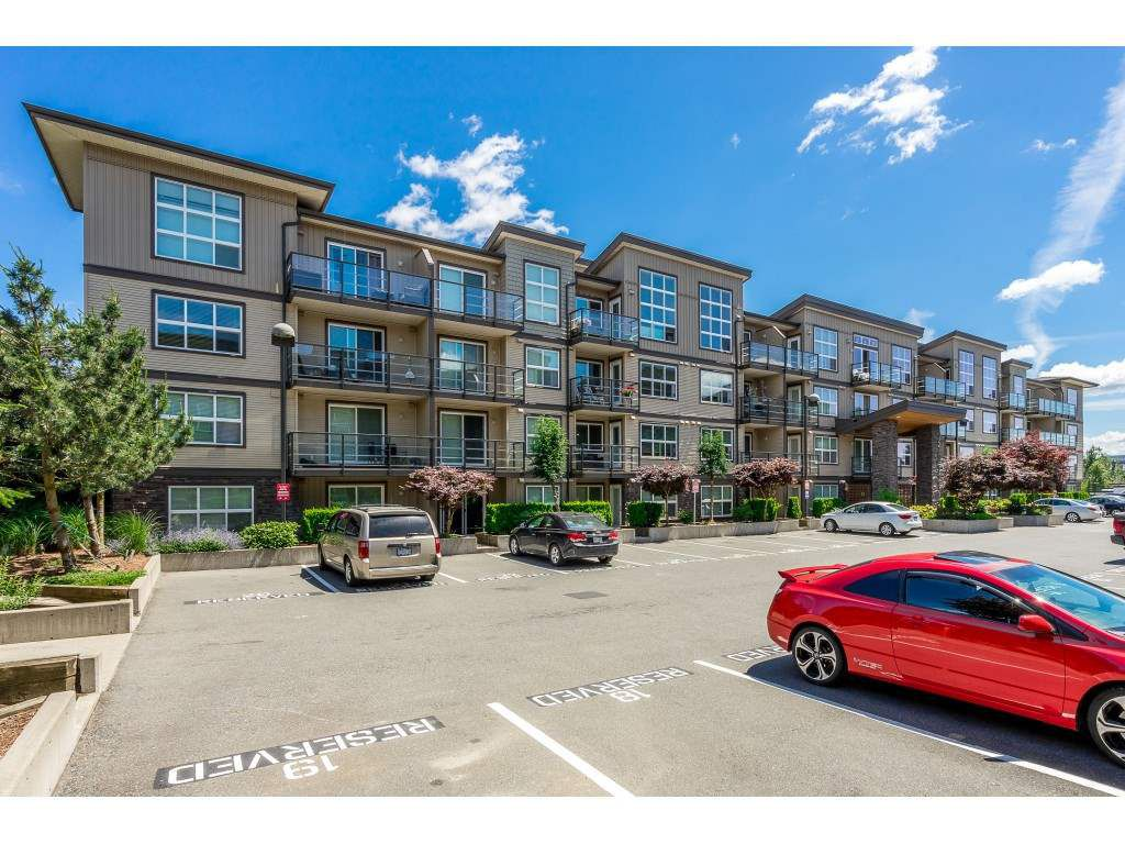 """Main Photo: 121 30525 CARDINAL Avenue in Abbotsford: Abbotsford West Condo for sale in """"Tamarind"""" : MLS®# R2375752"""