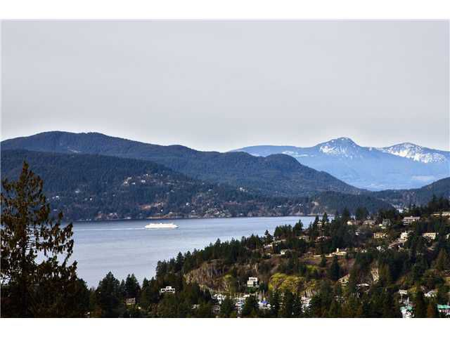Main Photo: 5286 TIMBERFEILD Road in West Vancouver: Upper Caulfeild House 1/2 Duplex for sale : MLS®# V890223