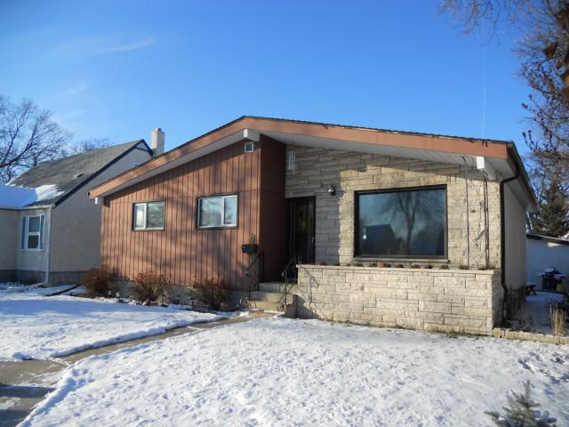 Main Photo: 67 Essex Avenue in WINNIPEG: St Vital Residential for sale (South East Winnipeg)  : MLS®# 1122907