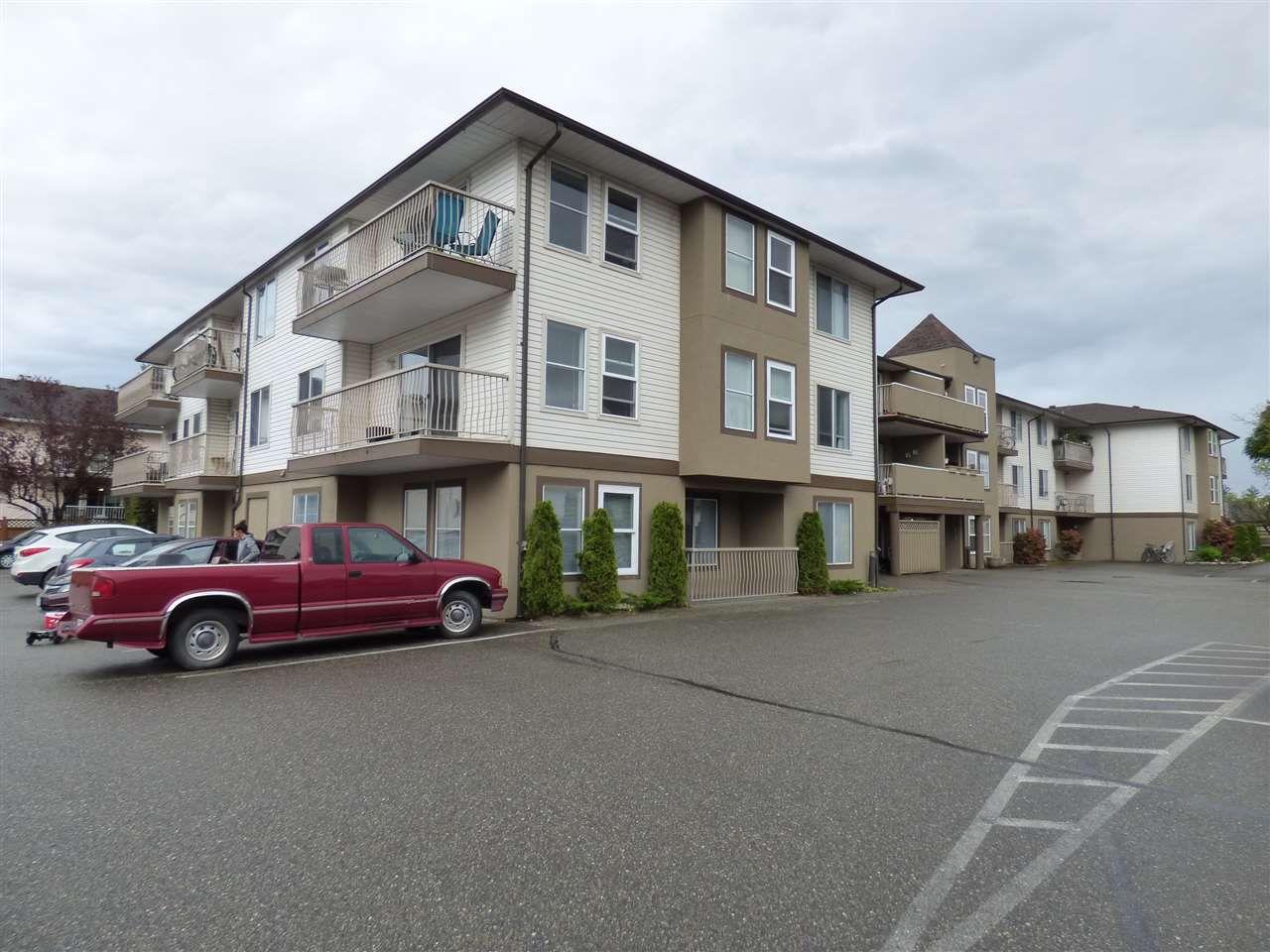 "Main Photo: 305 45702 WATSON Road in Sardis: Vedder S Watson-Promontory Condo for sale in ""Glendale Manor"" : MLS®# R2162561"