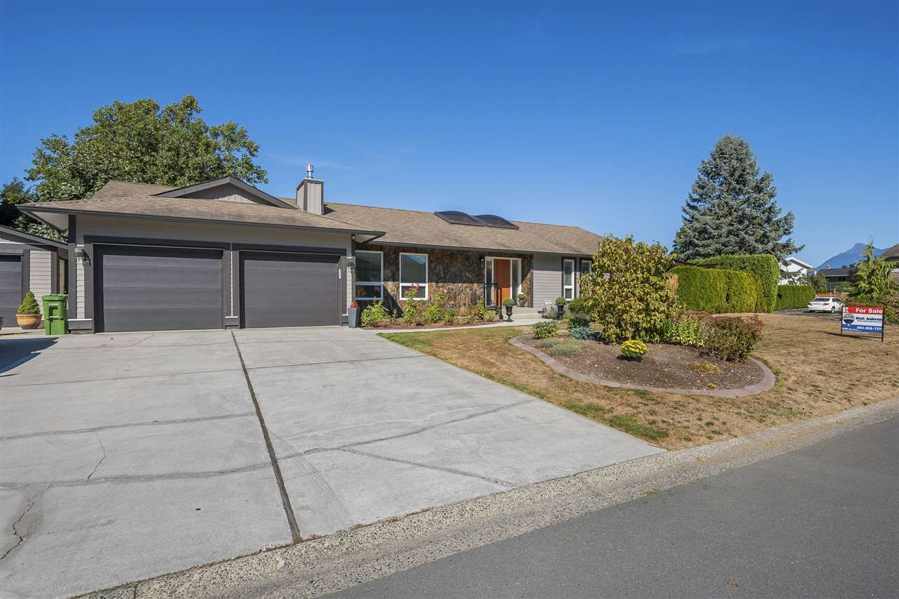 Main Photo: 45247 INSLEY Avenue in Sardis: Sardis West Vedder Rd House for sale : MLS®# R2215367