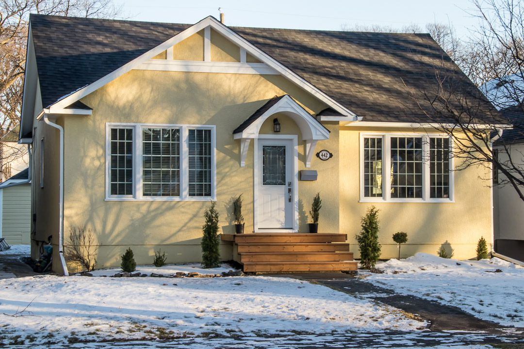 Main Photo: River Heights Bungalow for sale at 442 Niagara Stree!