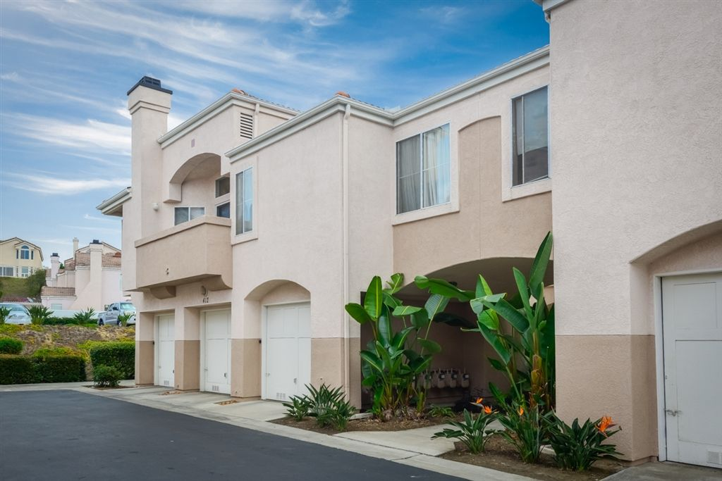 Main Photo: CHULA VISTA Townhome for sale : 2 bedrooms : 412 Sanibelle Cir #65