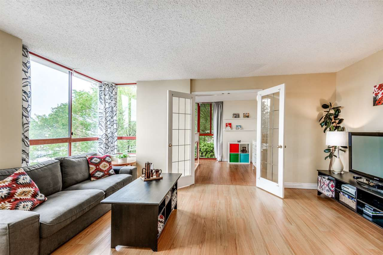 """Main Photo: 506 220 ELEVENTH Street in New Westminster: Uptown NW Condo for sale in """"QUEENS COVE"""" : MLS®# R2319150"""
