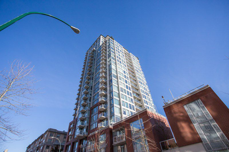 """Main Photo: 2009 550 TAYLOR Street in Vancouver: Downtown VW Condo for sale in """"THE TAYLOR"""" (Vancouver West)  : MLS®# R2351849"""