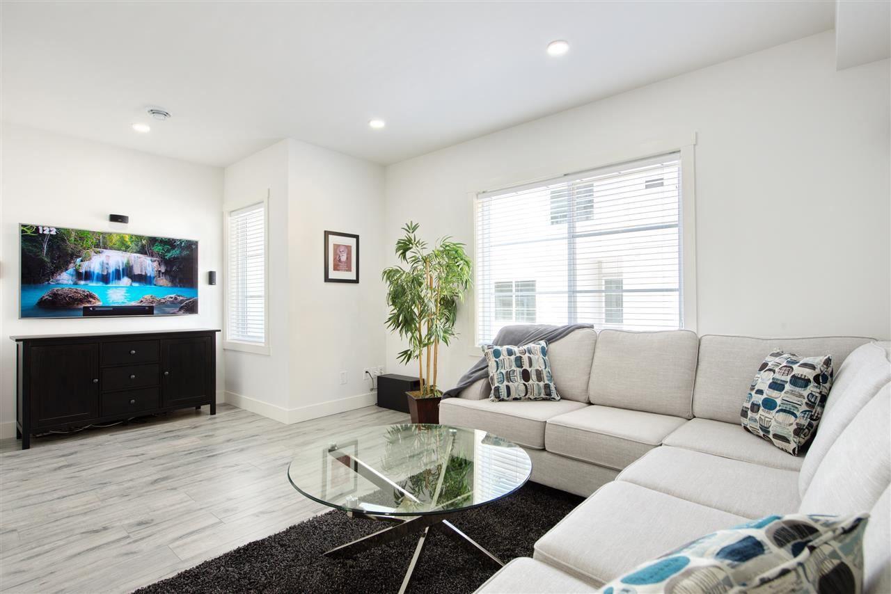 Main Photo: 29 5867 129 Street in Surrey: Panorama Ridge Townhouse for sale : MLS®# R2362841
