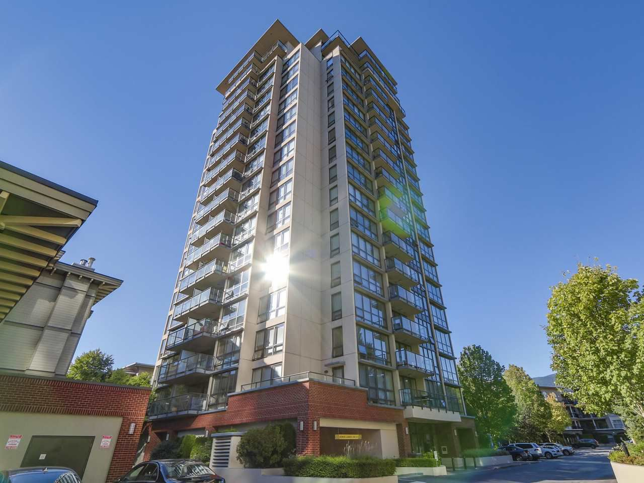 "Main Photo: 306 2959 GLEN Drive in Coquitlam: North Coquitlam Condo for sale in ""THE PARC"" : MLS®# R2111065"