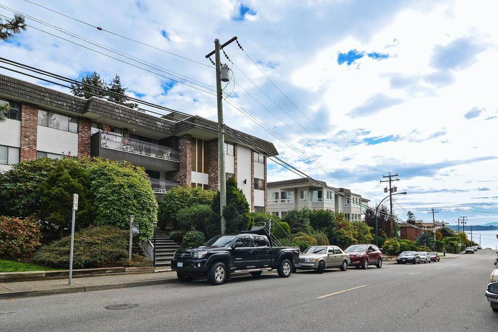 """Main Photo: 306 1330 MARTIN Street: White Rock Condo for sale in """"THE COACH HOUSE"""" (South Surrey White Rock)  : MLS®# R2115678"""