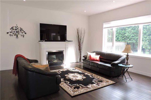 Photo 5: Photos: 498 Black Street in Centre Wellington: Fergus House (2-Storey) for sale : MLS®# X3876188