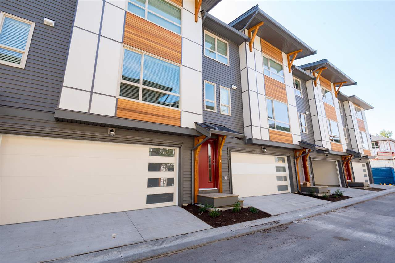 """Main Photo: 34 8508 204 Street in Langley: Willoughby Heights Townhouse for sale in """"ZETTER PLACE"""" : MLS®# R2198226"""