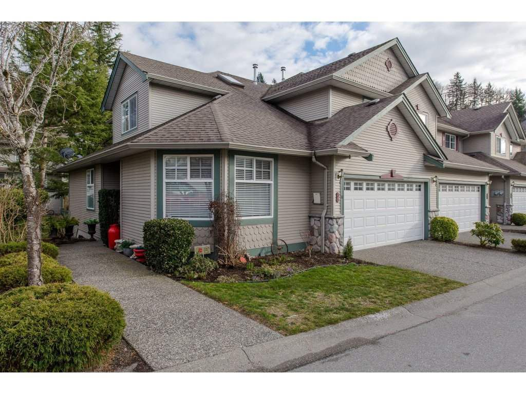Main Photo: 33 46360 VALLEYVIEW Road in Sardis: Promontory Townhouse for sale : MLS®# R2244316