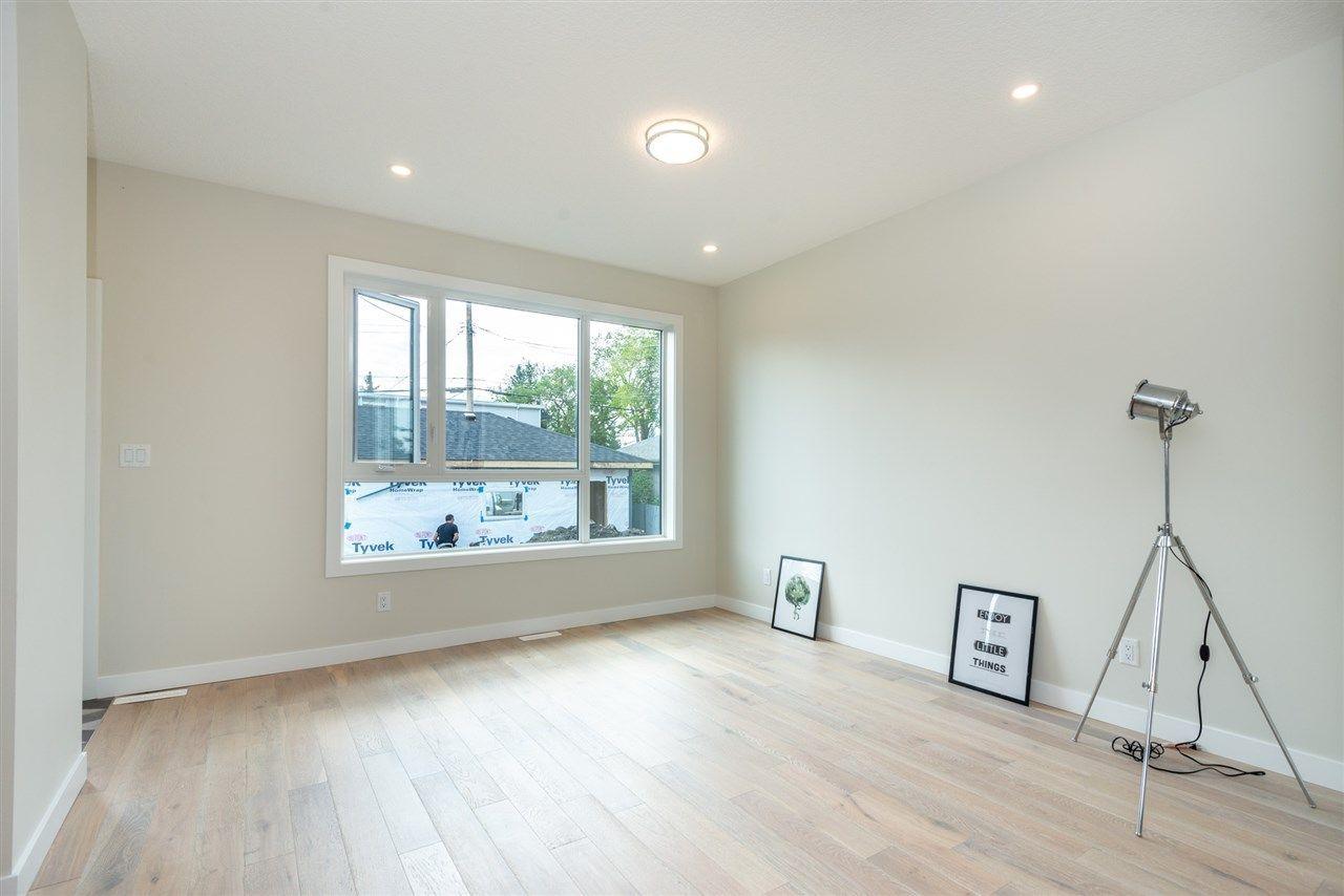 Photo 12: Photos: 11155 77 Avenue in Edmonton: Zone 15 House Half Duplex for sale : MLS®# E4145275