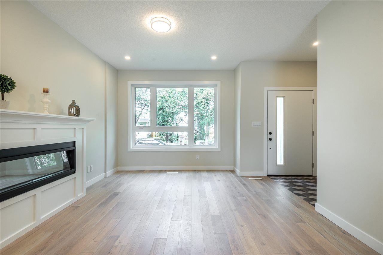 Photo 4: Photos: 11155 77 Avenue in Edmonton: Zone 15 House Half Duplex for sale : MLS®# E4145275