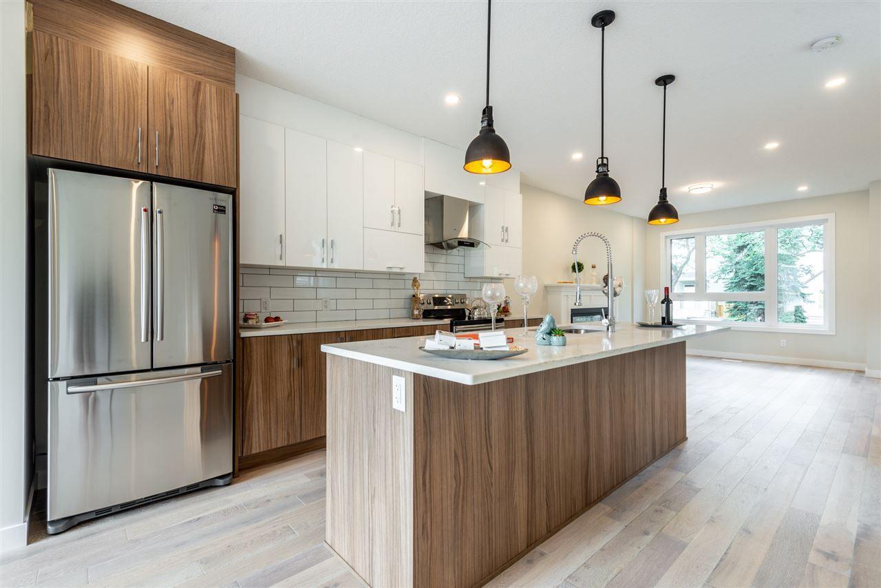 Photo 10: Photos: 11155 77 Avenue in Edmonton: Zone 15 House Half Duplex for sale : MLS®# E4145275