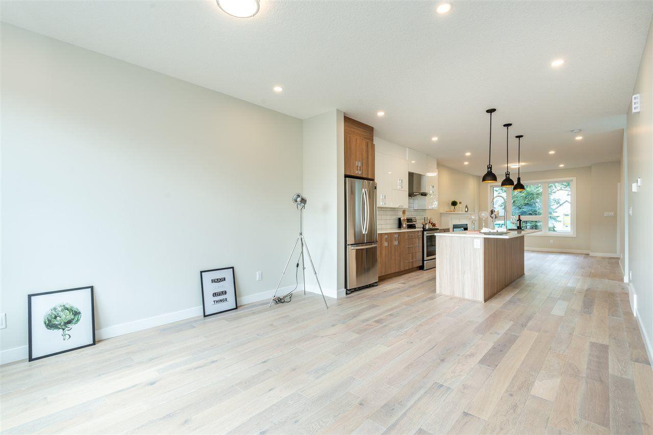 Photo 13: Photos: 11155 77 Avenue in Edmonton: Zone 15 House Half Duplex for sale : MLS®# E4145275