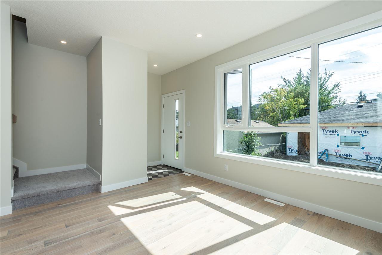 Photo 15: Photos: 11155 77 Avenue in Edmonton: Zone 15 House Half Duplex for sale : MLS®# E4145275