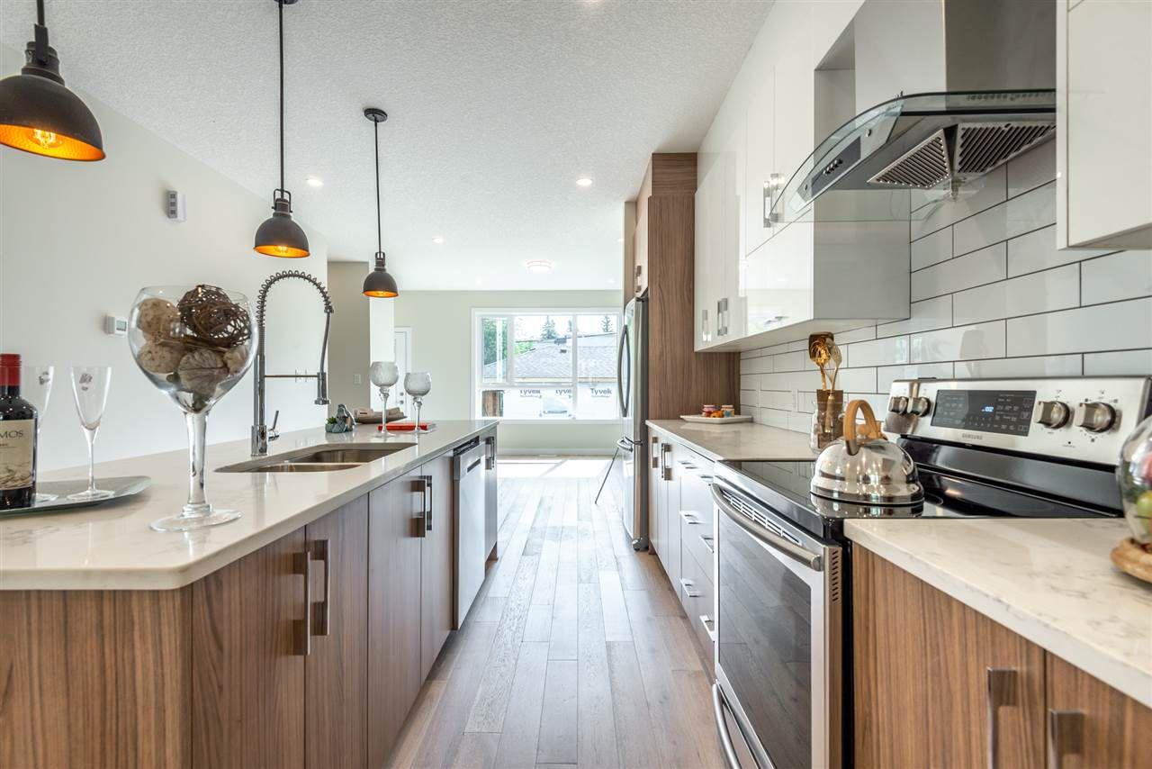 Photo 9: Photos: 11155 77 Avenue in Edmonton: Zone 15 House Half Duplex for sale : MLS®# E4145275