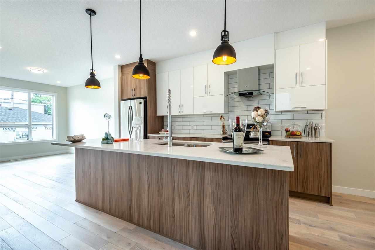 Photo 8: Photos: 11155 77 Avenue in Edmonton: Zone 15 House Half Duplex for sale : MLS®# E4145275