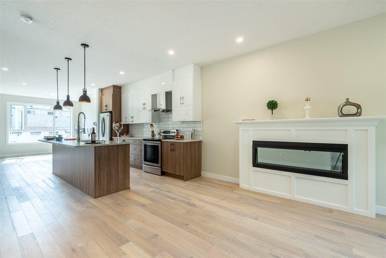 Photo 7: Photos: 11155 77 Avenue in Edmonton: Zone 15 House Half Duplex for sale : MLS®# E4145275