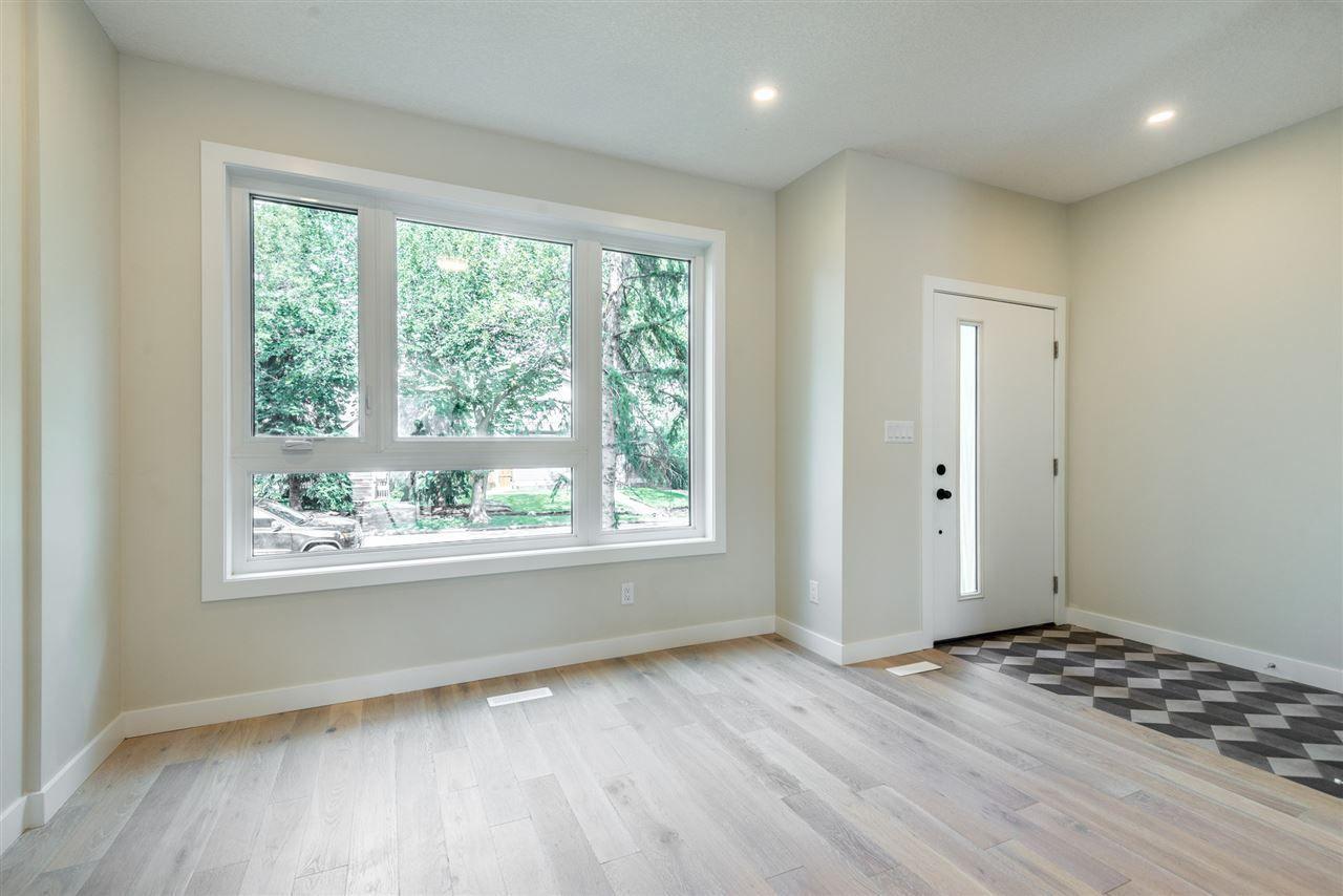 Photo 3: Photos: 11155 77 Avenue in Edmonton: Zone 15 House Half Duplex for sale : MLS®# E4145275