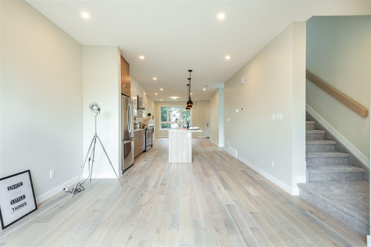 Photo 14: Photos: 11155 77 Avenue in Edmonton: Zone 15 House Half Duplex for sale : MLS®# E4145275