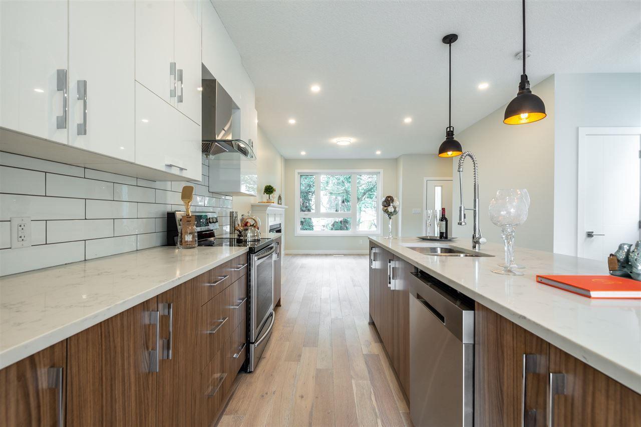 Photo 11: Photos: 11155 77 Avenue in Edmonton: Zone 15 House Half Duplex for sale : MLS®# E4145275