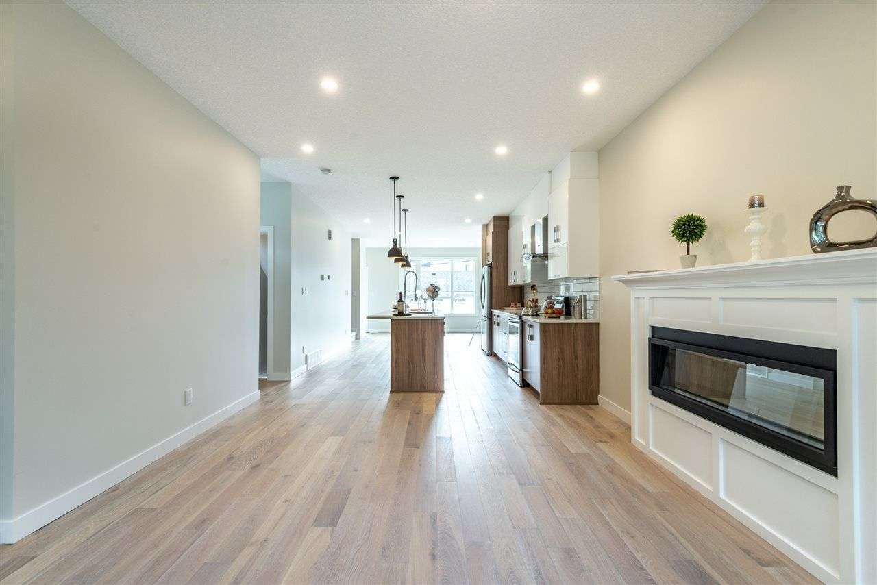 Photo 6: Photos: 11155 77 Avenue in Edmonton: Zone 15 House Half Duplex for sale : MLS®# E4145275