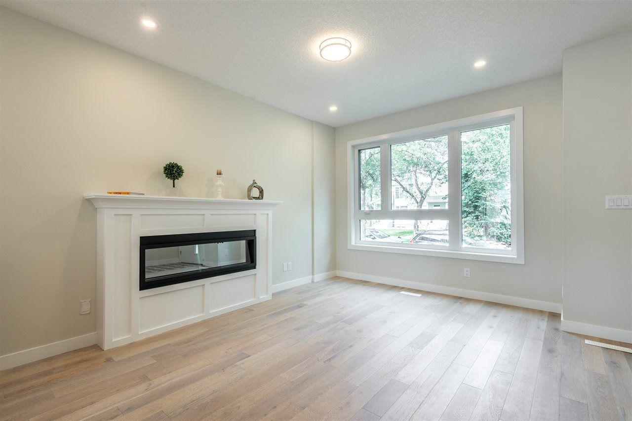 Photo 5: Photos: 11155 77 Avenue in Edmonton: Zone 15 House Half Duplex for sale : MLS®# E4145275
