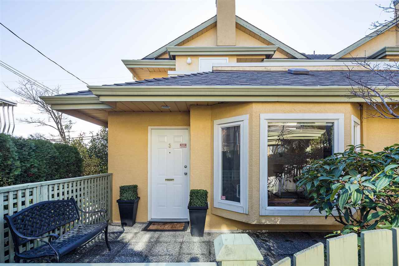 Main Photo: 3 247 E 6TH Street in North Vancouver: Central Lonsdale Townhouse for sale : MLS®# R2043480