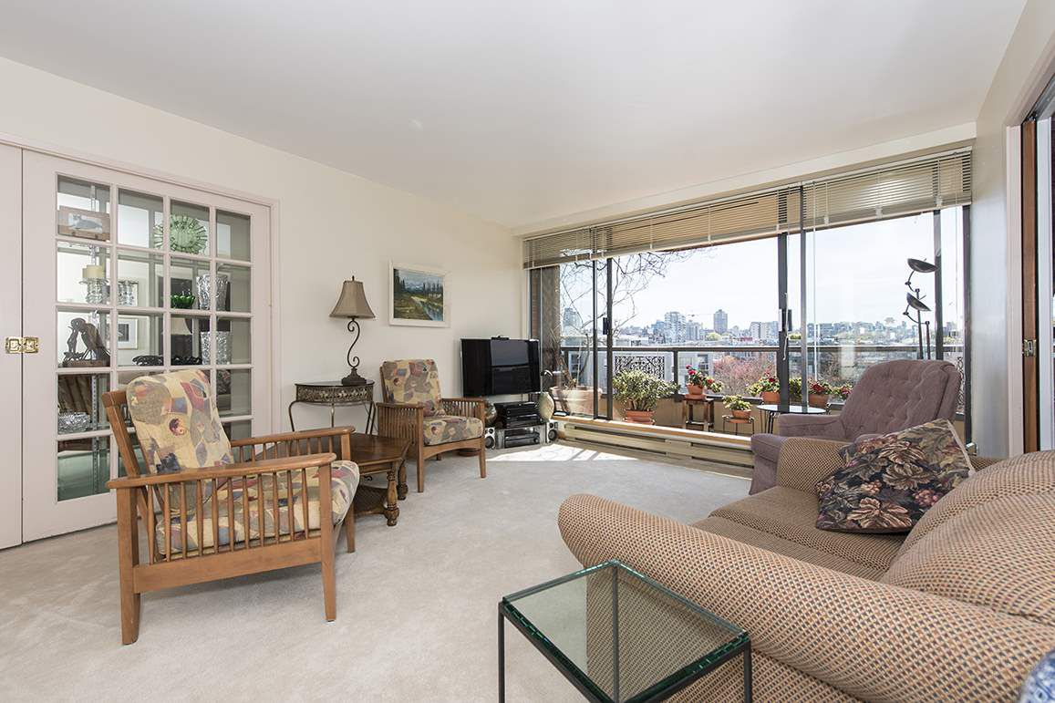 "Main Photo: 509 1490 PENNYFARTHING Drive in Vancouver: False Creek Condo for sale in ""Harbour Cove 3"" (Vancouver West)  : MLS®# R2051380"