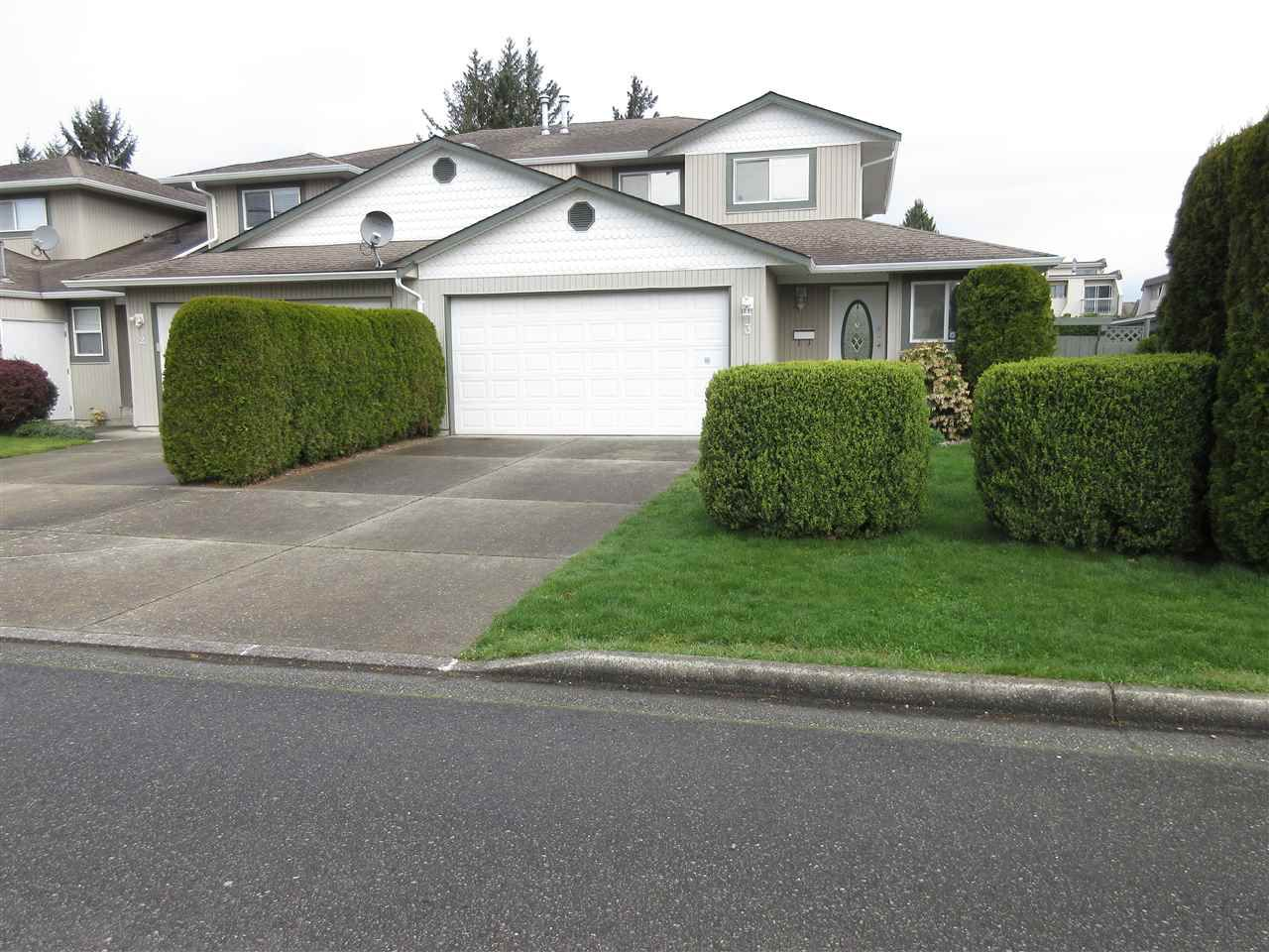 Main Photo: 3 9408 HAZEL Street in Chilliwack: Chilliwack E Young-Yale Townhouse for sale : MLS®# R2055068