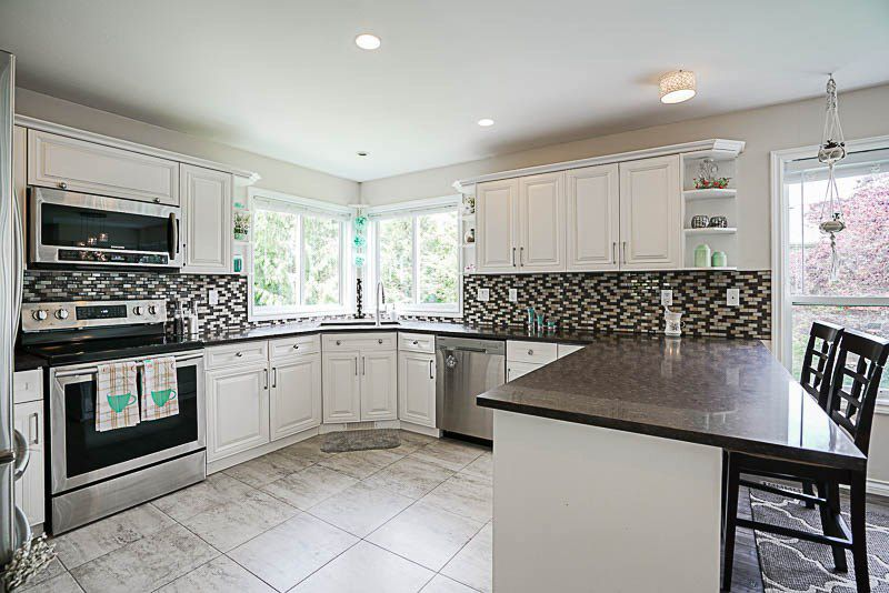 """Photo 6: Photos: 11096 162A Avenue in Surrey: Fraser Heights House for sale in """"Pacific Heights"""" (North Surrey)  : MLS®# R2175527"""