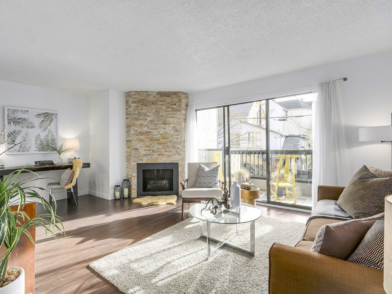 """Main Photo: 208 1484 CHARLES Street in Vancouver: Grandview VE Condo for sale in """"Landmark Arms"""" (Vancouver East)  : MLS®# R2235099"""