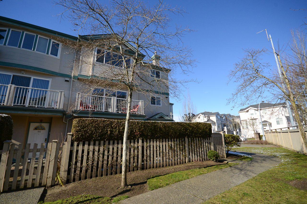 "Main Photo: 45 22800 WINDSOR Court in Richmond: Hamilton RI Townhouse for sale in ""PARC SAVANNAH"" : MLS®# R2241077"