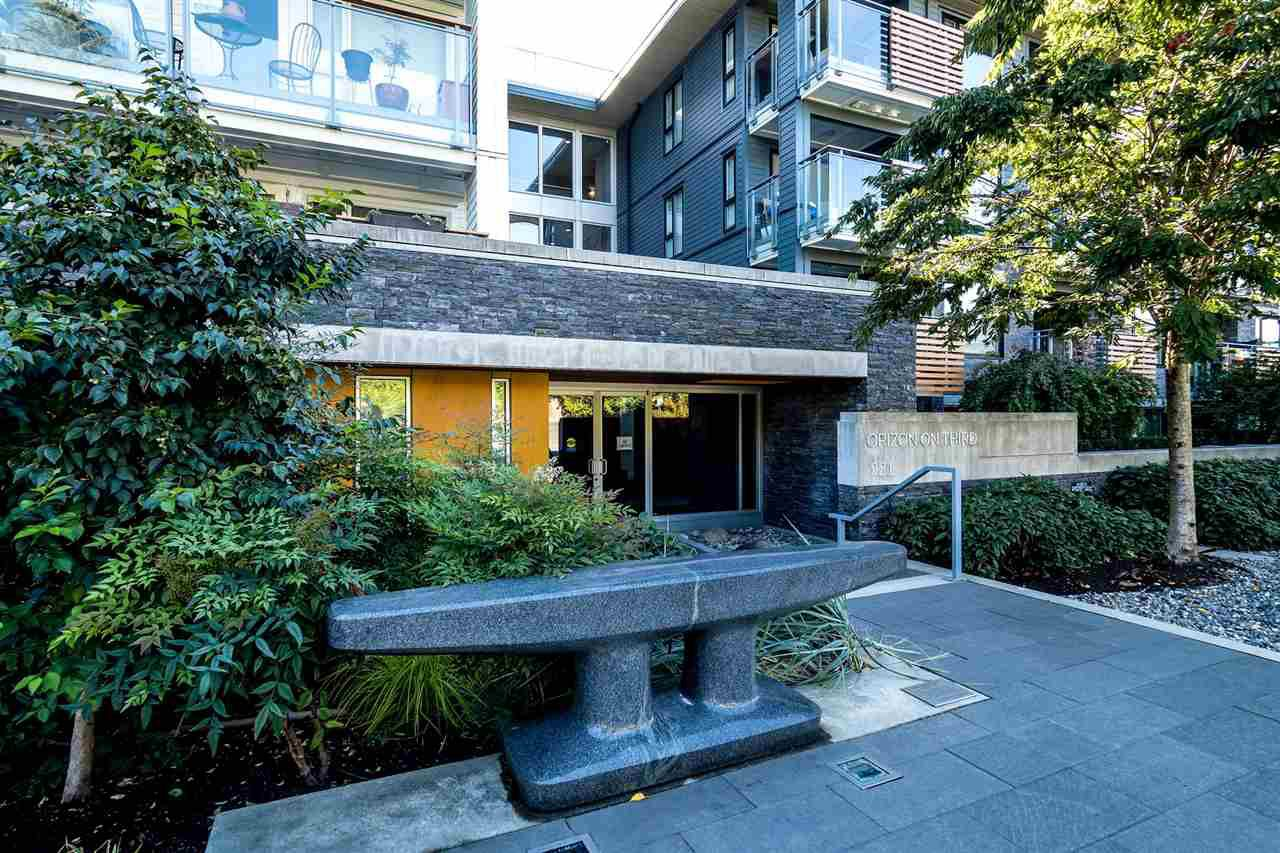 "Main Photo: 403 221 E 3RD Street in North Vancouver: Lower Lonsdale Condo for sale in ""ORIZON"" : MLS®# R2243715"