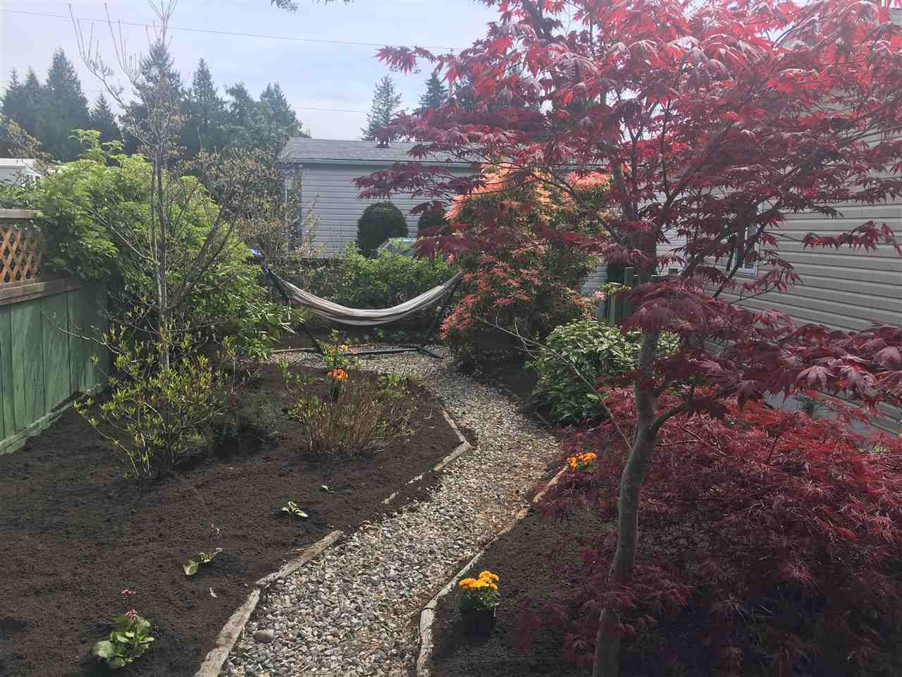 """Main Photo: 32 5575 MASON Road in Sechelt: Sechelt District Manufactured Home for sale in """"MASON ROAD MANUFACTURED HOME COMMUNITY"""" (Sunshine Coast)  : MLS®# R2264697"""