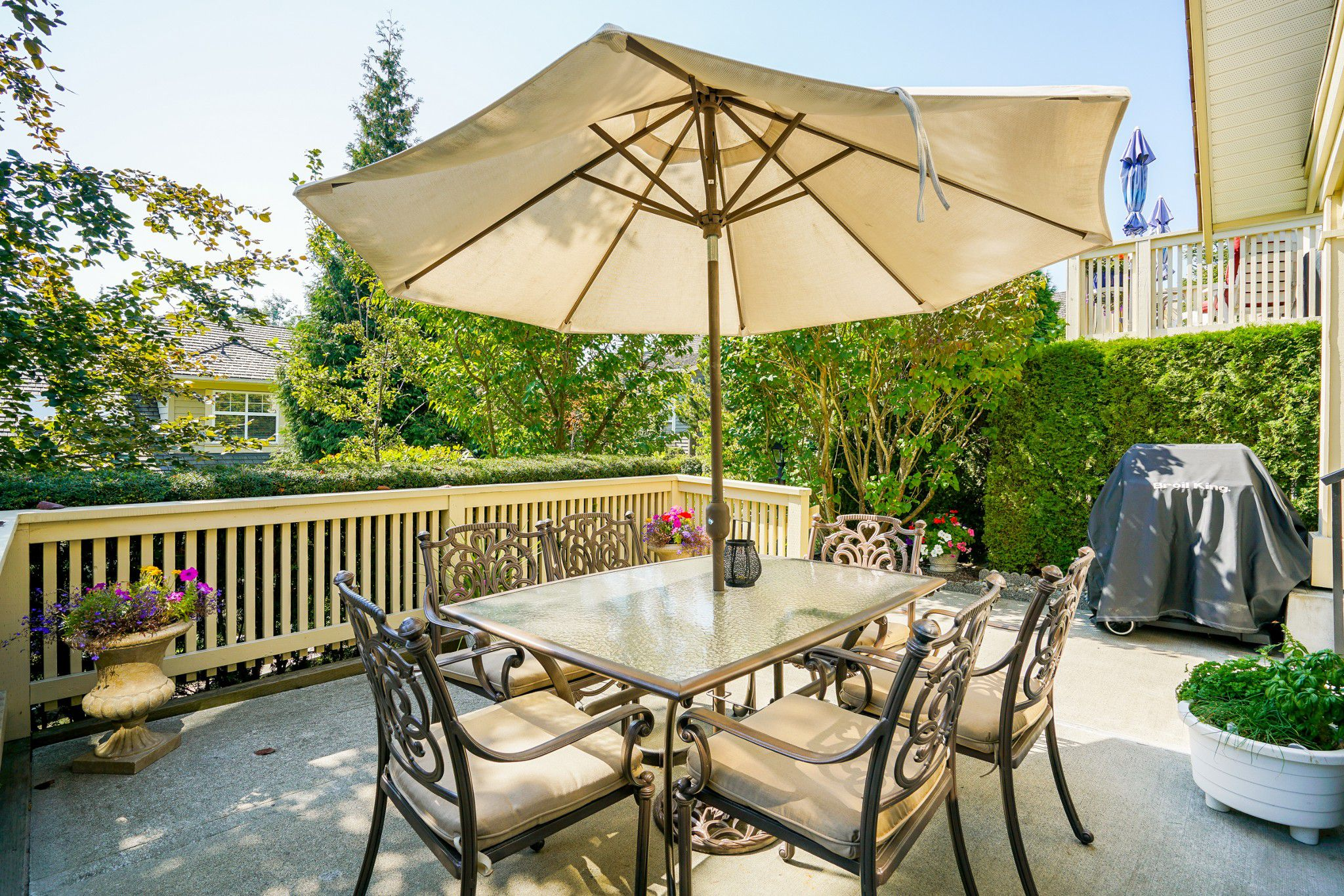 "Main Photo: 41 15450 ROSEMARY HEIGHTS Crescent in Surrey: Morgan Creek Townhouse for sale in ""CARRINGTON"" (South Surrey White Rock)  : MLS®# R2301831"