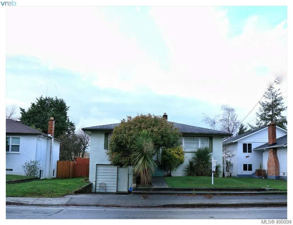 Main Photo: 2490 Foul Bay Road in VICTORIA: SE Camosun Single Family Detached for sale (Saanich East)  : MLS®# 400594