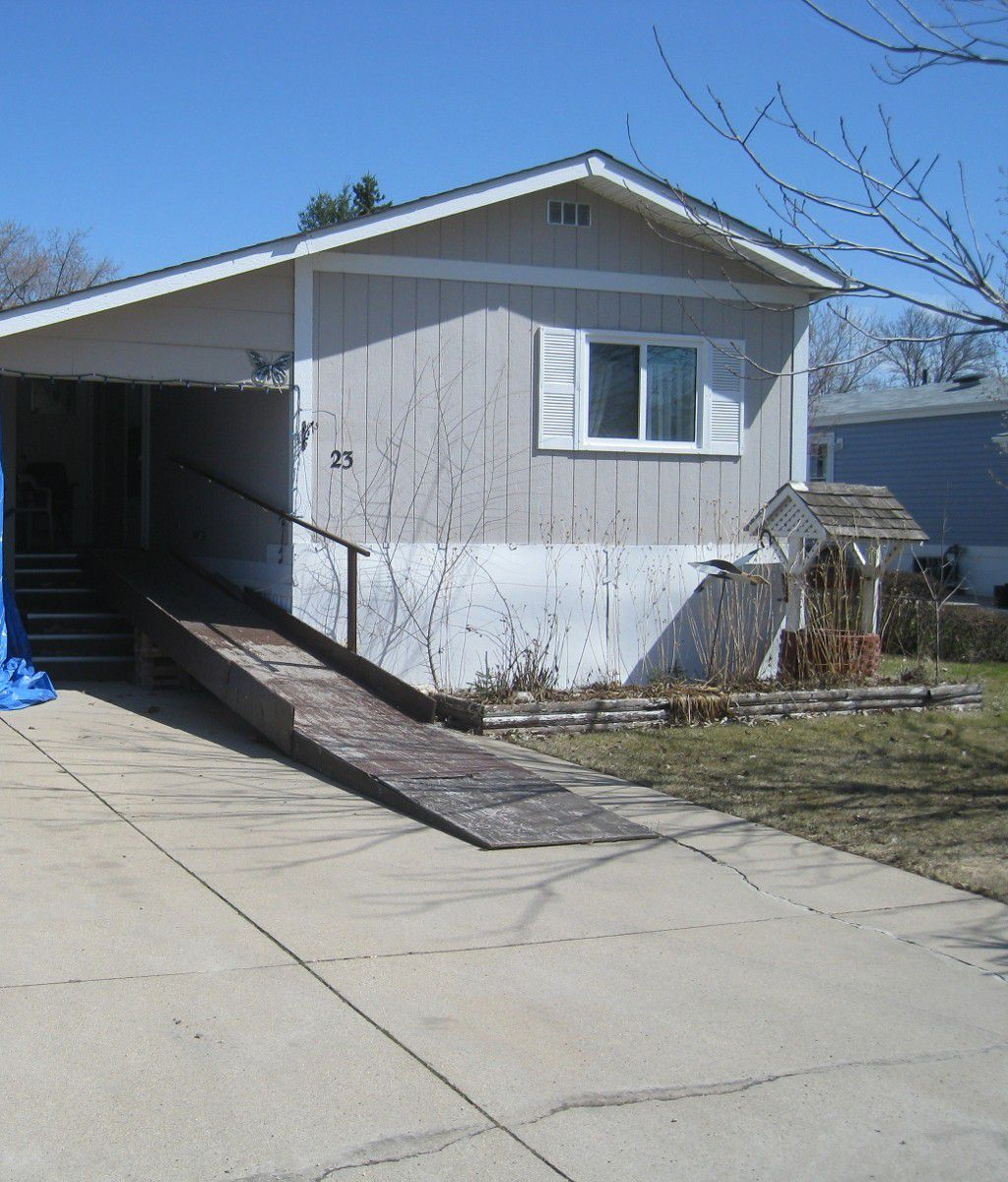 Main Photo: 23 Parkway Street in DAUPHIN: Manitoba Other Residential for sale : MLS®# 1404320
