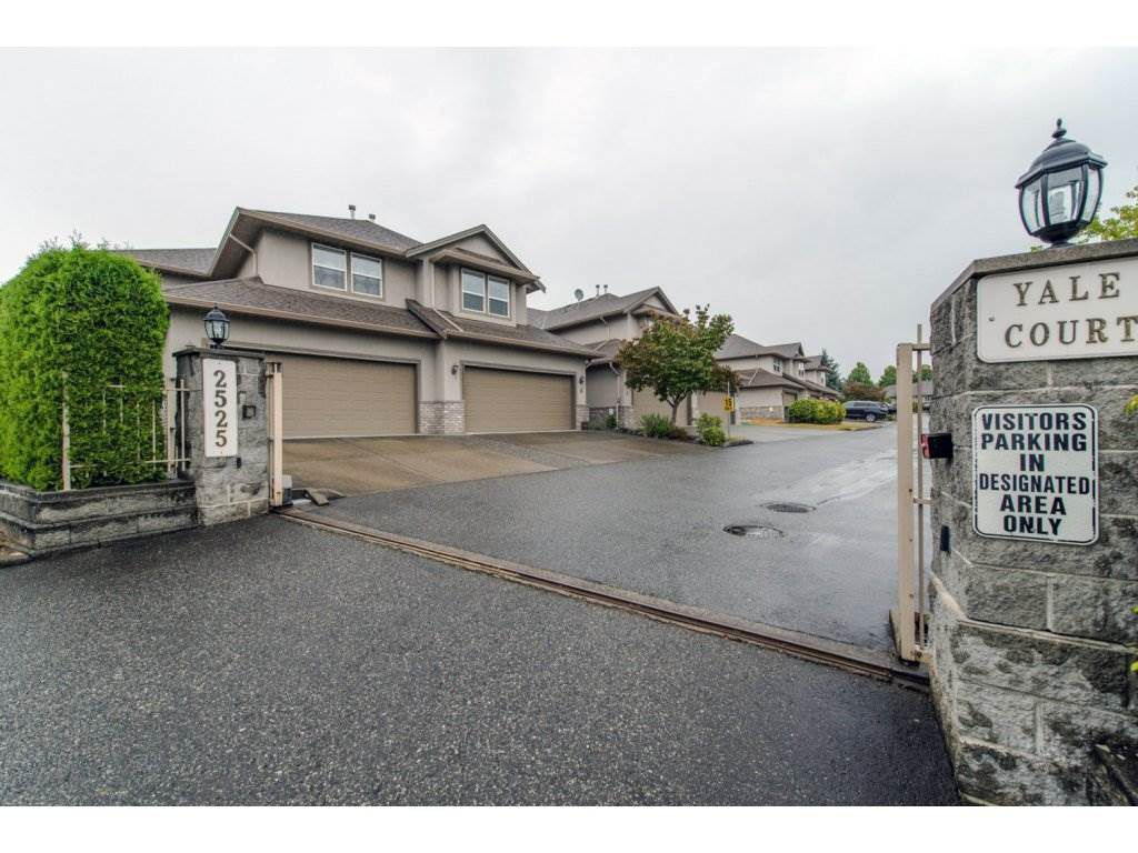 "Main Photo: 8 2525 YALE Court in Abbotsford: Abbotsford East Townhouse for sale in ""Yale Court"" : MLS®# R2105859"