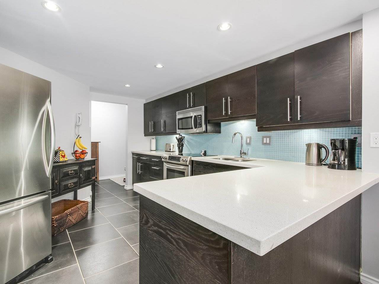 Main Photo: 206 1235 QUAYSIDE Drive in New Westminster: Quay Condo for sale : MLS®# R2204343