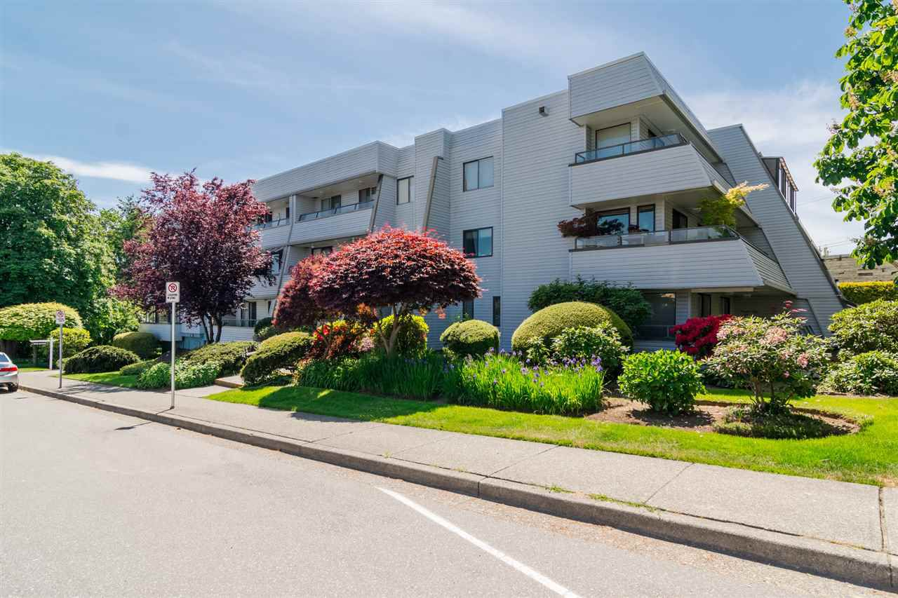 "Main Photo: 301 1341 GEORGE Street: White Rock Condo for sale in ""Oceanview"" (South Surrey White Rock)  : MLS®# R2335538"