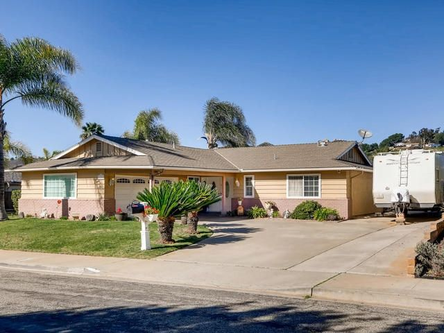 Main Photo: NORTH ESCONDIDO House for sale : 3 bedrooms : 1250 Portola Ave in Escondido