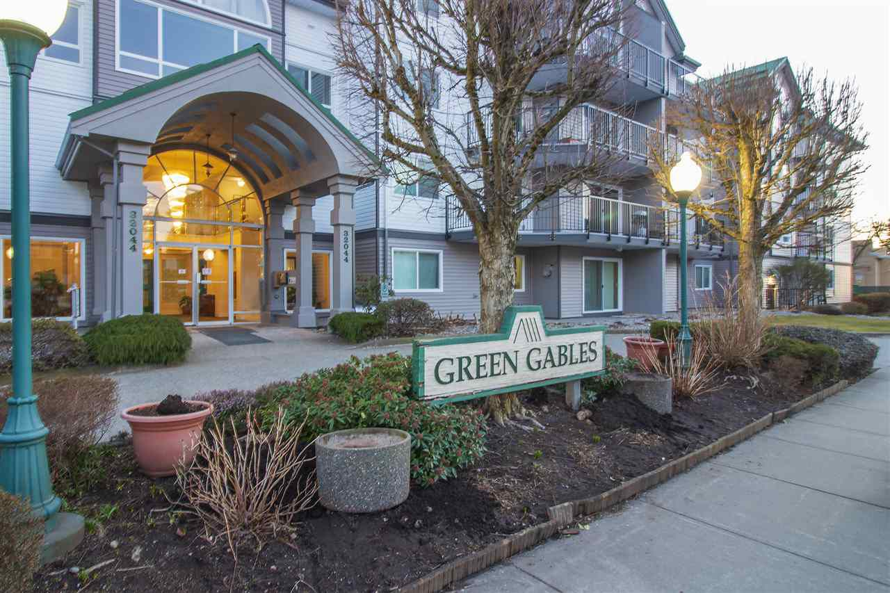 "Main Photo: 403 32044 OLD YALE Road in Abbotsford: Abbotsford West Condo for sale in ""GREEN GABLES"" : MLS®# R2350594"