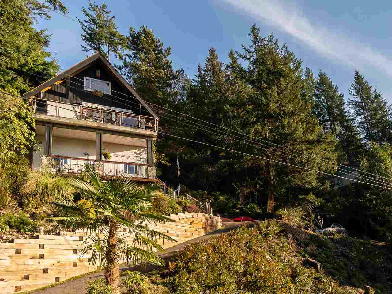 Main Photo: 325 BAYVIEW Place in West Vancouver: Lions Bay House for sale : MLS®# R2357197