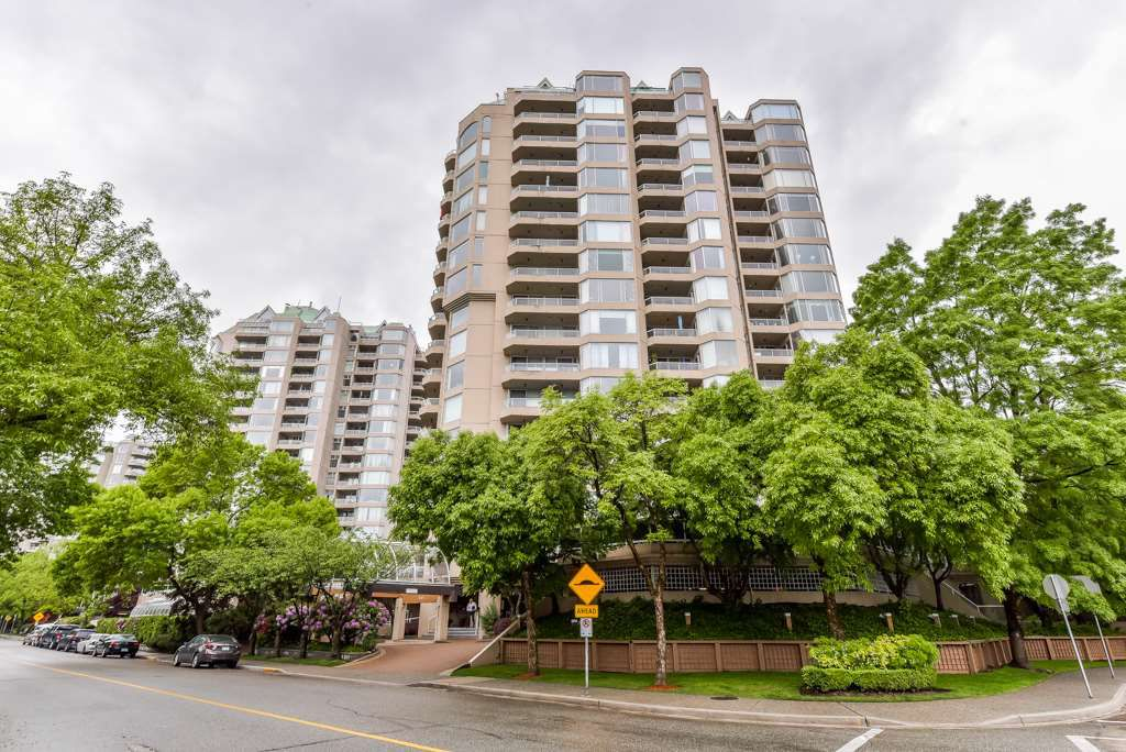 "Main Photo: 904 1045 QUAYSIDE Drive in New Westminster: Quay Condo for sale in ""QUAYSIDE TOWERS 1"" : MLS®# R2370960"