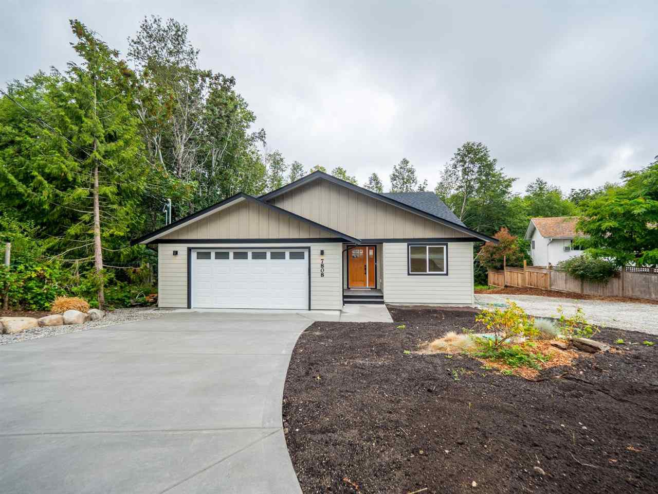 Main Photo: 7808 EAGLE Drive in Halfmoon Bay: Halfmn Bay Secret Cv Redroofs House for sale (Sunshine Coast)  : MLS®# R2386815